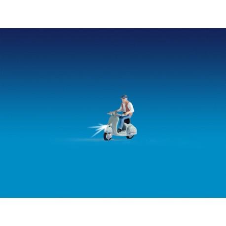 NOCH 17511 - Motorrollerfahrer, beleuchtet