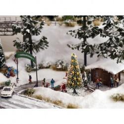 NOCH 43810 - Weiße Weihnacht, Christbaum beleuchtet